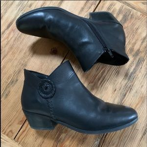 Jack Rogers Black Leather Peyton Ankle Boots